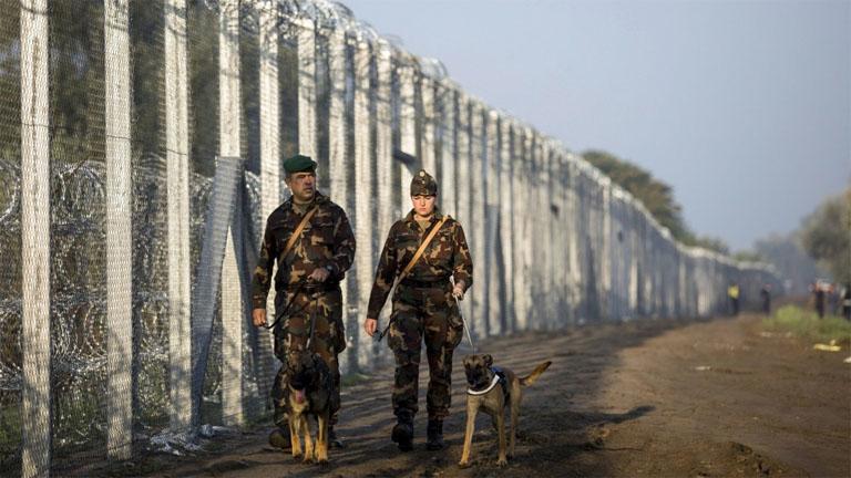 Chính phủ Hungary luôn bày tỏ quan điểm cứng rắn trước người nhập cư - Ảnh: nlcafe.hu