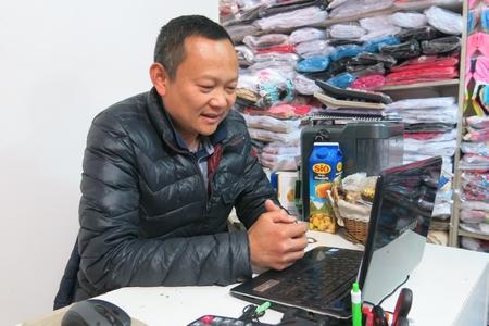 Nhiều thành viên cộng đồng cũng quan tâm tới cuộc bầu cử - Ảnh: Trần Lê