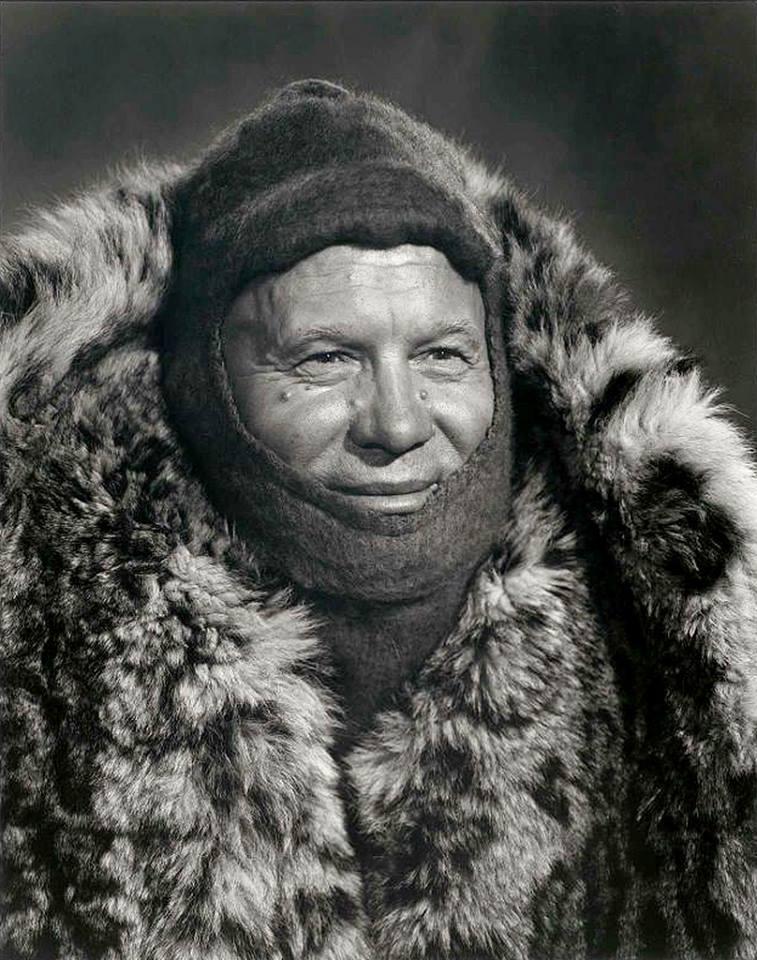 Nikita Khrushev mặc áo choàng lông