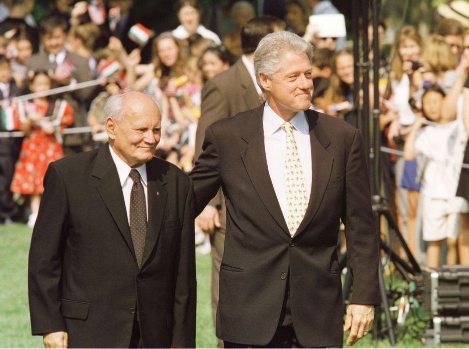 Cùng Tổng thống Hợp chúng quốc Hoa Kỳ Bill Clinton - Ảnh tư liệu