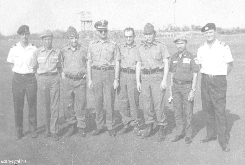 Ông Déri Miklós (người thứ tư từ phải sang trong ảnh) còn có dịp giám sát trong trại tù binh nữ duy nhất tại miền Nam Việt Nam - Ảnh tư liệu