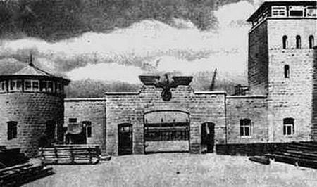 """Cổng vào """"trại tử thần"""" Mauthausen - Ảnh tư liệu"""