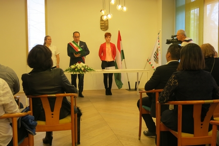 Phó Quận trưởng Radványi Gábor phát biểu trong lễ tuyên thệ