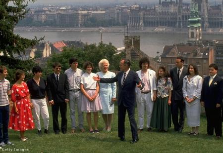 George H. W. Bush trong chuyến công du Budapest năm 1989 - Ảnh: Diana Walker (Time Life Pictures)