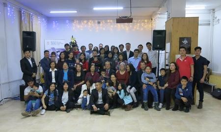 Các tín đồ và bạn hữu của Hội trong ngày lễ mừng Chúa giáng sinh