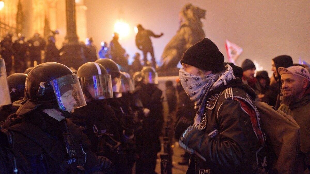 Những cuộc biểu tình mới đây đã trở nên mạnh mẽ khác thường - Ảnh: azonnali.hu