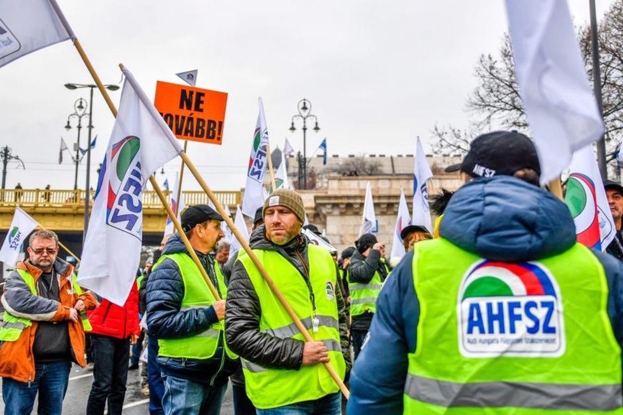 Giới nghiệp đoàn cũng xuống đường - Ảnh: Marjai János (24.hu)
