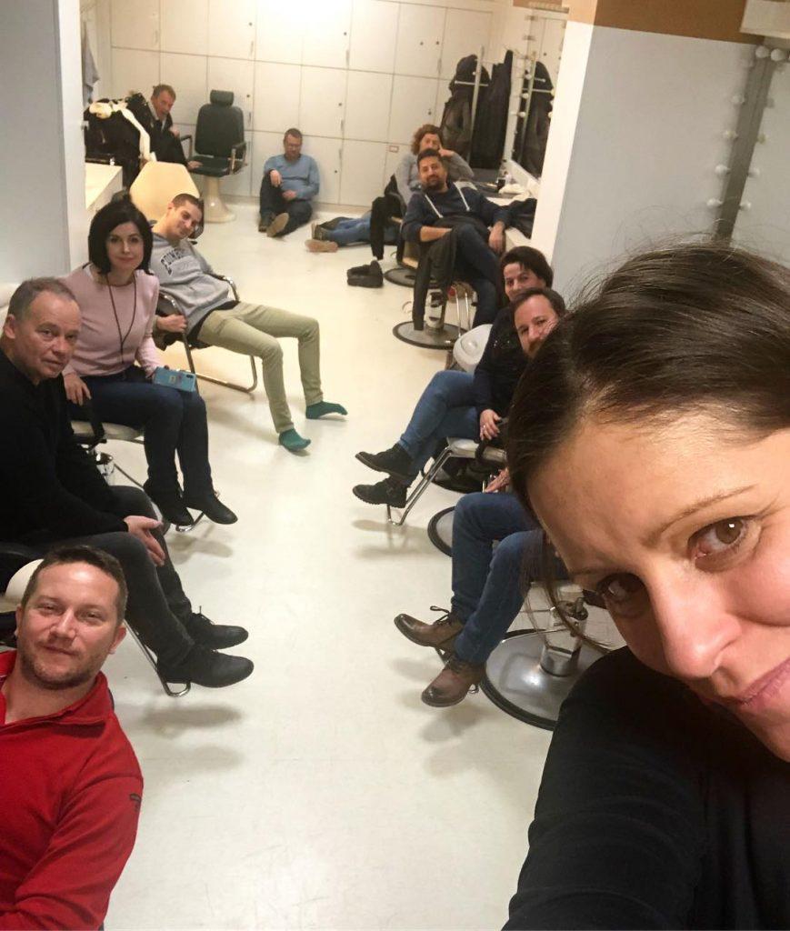 Các dân biểu đối lập ở thâu đêm tại trụ sở của Đài Truyền hình Hungary để đòi được phát những yêu sách của người biểu tình - Ảnh: Facebook của nghị sĩ Szél Bernadett