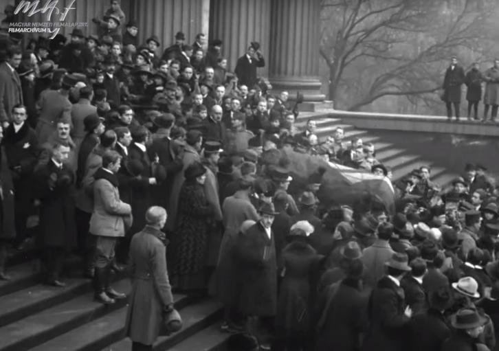 Nước Hung từ giã người con ưu tú. Bảo tàng Quốc gia Hungary, ngày 29-1-1919 - Ảnh tư liệu của Quỹ Điện ảnh Quốc gia Hungary