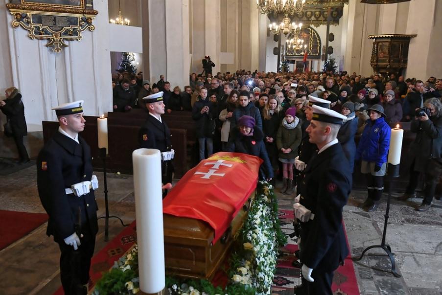 Vương cung Thánh đường Đức Bà Maria tại TP. Gdańsk, nơi diễn ra tang lễ vị thị trưởng. Ngày 18-1-2019 - Ảnh: Adam Warzawa (MTI)
