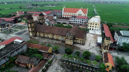 Quần thể nhà thờ chính tòa Bùi Chu (huyện Xuân Trường, Nam Định), được xây dựng từ năm 1885 - Ảnh: vnexpress.net