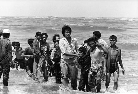Phải chăng nhiều người Việt đã dễ dàng quên đi quá khứ tỵ nạn của mình, để bài xích những người di dân khác? - Ảnh tư liệu