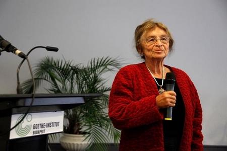 Viện sĩ, triết gia Heller Ágnes tại Viện Goethe trong dịp được trao tặng Huân chương Goethe (năm 2010) - Ảnh: Zoltán Kerekes (Budapest)