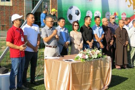 Đại sứ Nguyễn Tiến Thức phát biểu chào mừng giải