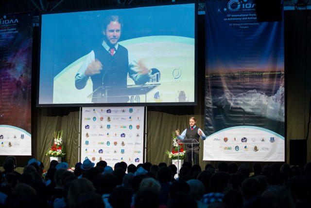 TS. Kiss Áron Keve chính thức khai mạc kỳ thi IOAA 2019 tại lễ khai mạc trọng thể tổ chức ở Cung Thể thao TP. Keszthely, Hungary