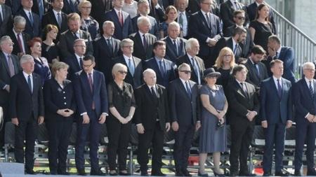 Lãnh đạo các quốc gia trên thế giới trong lễ kỷ niệm - Ảnh: Reuters