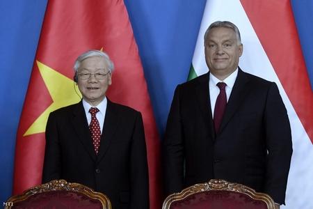 Thủ tướng Orbán Viktor (bên phải) và Tổng Bí thư Đảng Cộng sản Việt Nam Nguyễn Phú Trọng sau cuộc đàm phán hôm 10-9-2018 tại Nhà Quốc hội Hungary - Ảnh: Koszticsák Szilárd (MTI)