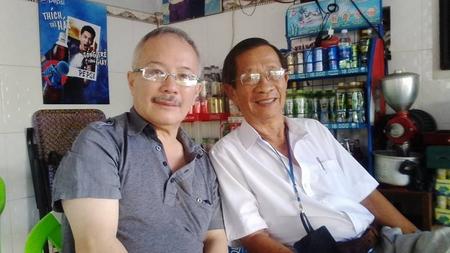 Anh Trần Công Tâm (trái) cùng NGƯT, thầy Phan Thanh Sắc tại Gò Công - Ảnh: Facebook Tam Tran
