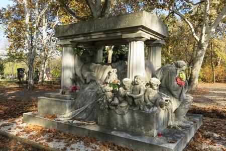 """Lăng mộ nữ danh ca, """"dạ oanh của dân tộc"""" Blaha Luza (1850-1926) tại Nghĩa trang ở đường Fiume"""