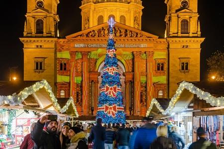 """""""Advent Bazilika"""" trở thành hội chợ Giáng sinh đẹp nhất của Châu Âu"""