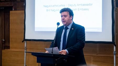 """Nhà ngoại giao được đánh giá là đã """"đại diện cho nước Anh một cách tuyệt vời"""" - Ảnh: Ivándi Szabó Balázs (24.hu)"""