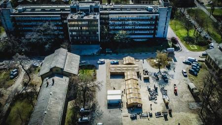 Quân đội giúp ngành Y tế dựng hệ thống lều trại - Ảnh: honvedelem.hu