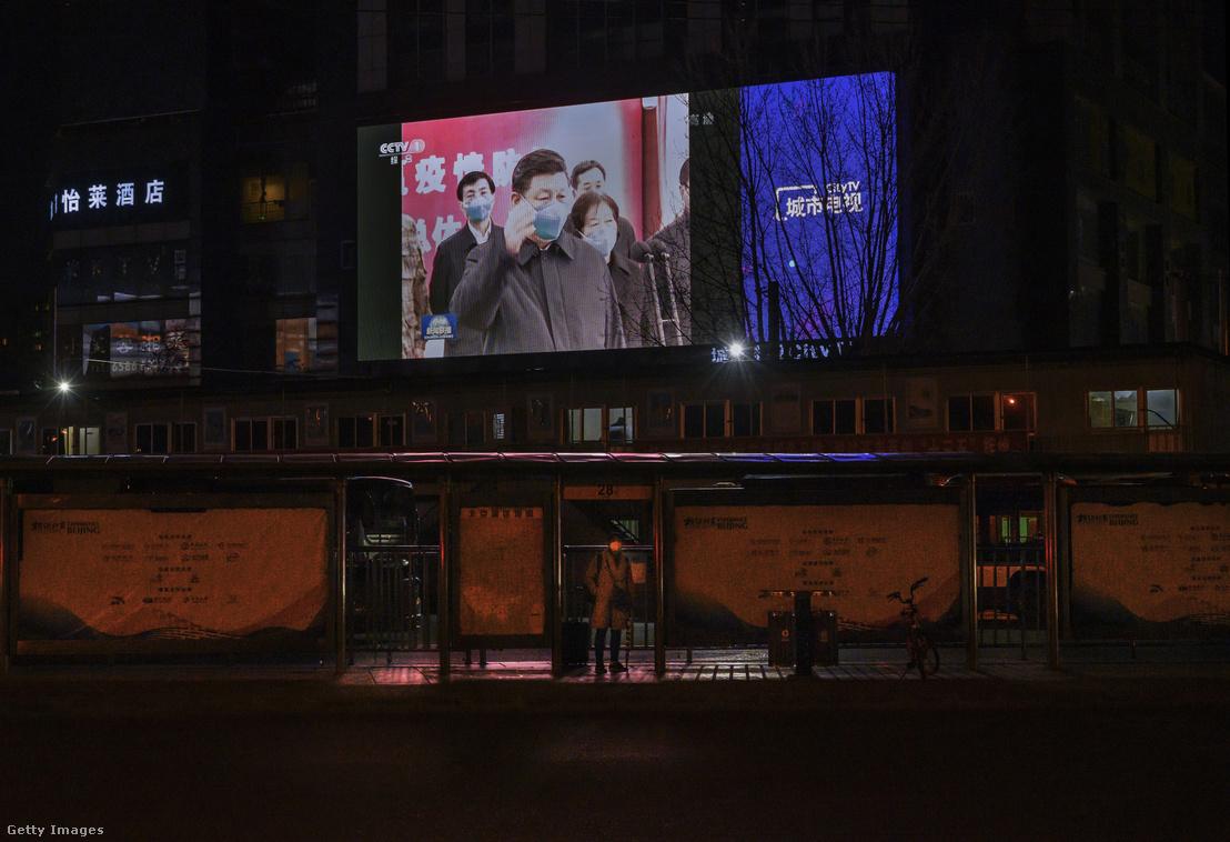 Tập Cận Bình trên một màn hình lớn ở Bắc Kinh, ngày 10-3-2020 - Ảnh: Kevin Frayer