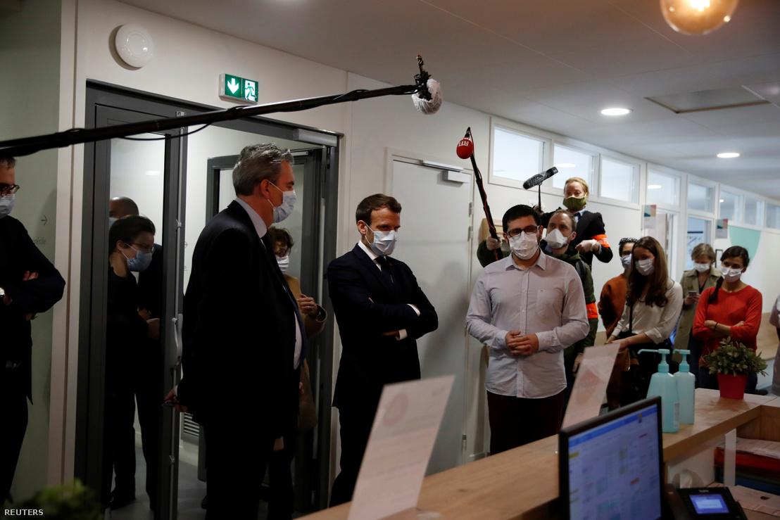 Tổng thống Nga Vladimir Putin thăm bệnh viện chăm sóc các bệnh nhân Covid-19 - Ảnh: Alexei Druzhinin