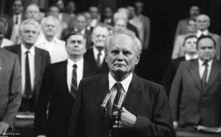 Tổng thống Göncz Árpád (trước) và Thủ tướng Antall József (sau), những con người làm nên nền Đệ tam Cộng hòa Hungary - Ảnh: Szalay Zoltán (Fortepan)