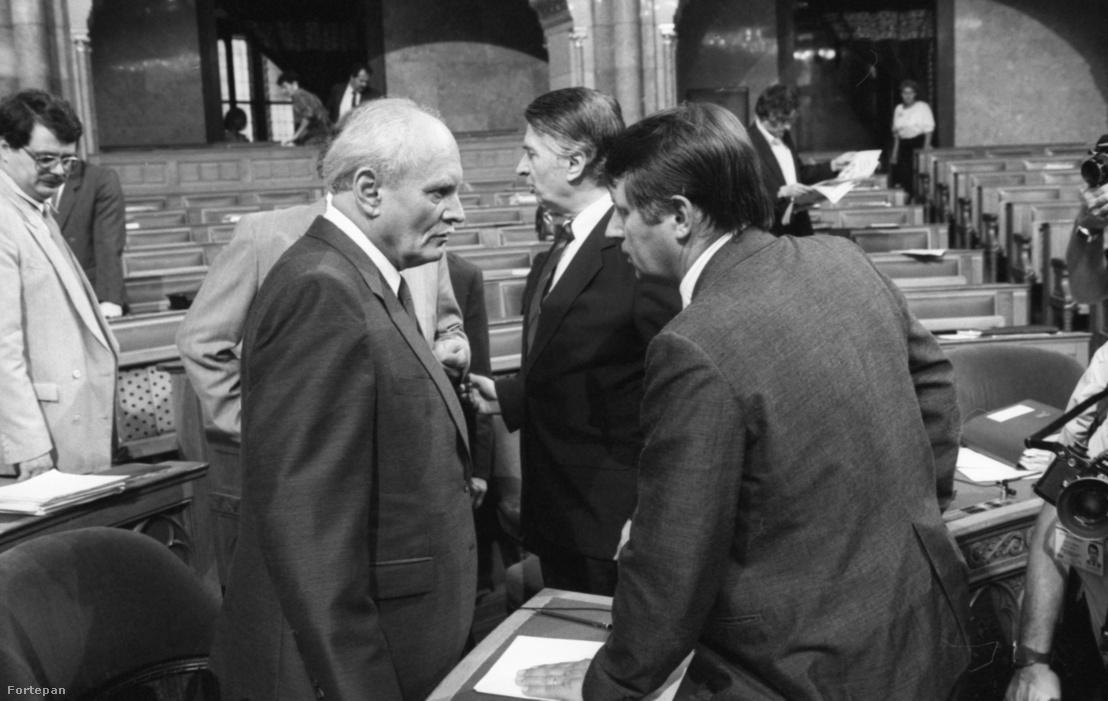 Tổng thống Göncz Árpád, cựu Thủ tướng Németh Miklós và tân Thủ tướng Antall József - Ảnh: Szalay Zoltán (Fortepan)