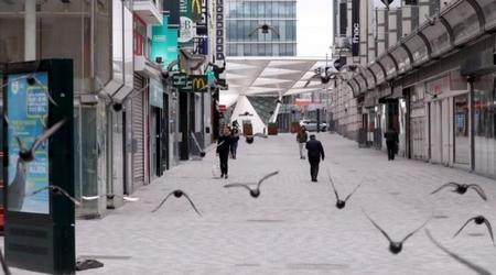 Khu phố mua sắm ở Brussels, Bỉ trống vắng trong những ngày phong tỏa thành phố, ngày 20-3-2020 - Ảnh: Yves Herman (Reuters)
