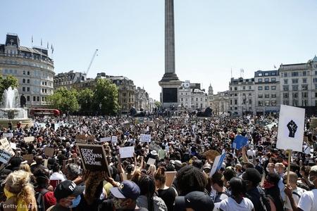 Biểu tình tại Quảng trường Trafalgar (London) - Ảnh: Hollie Adams