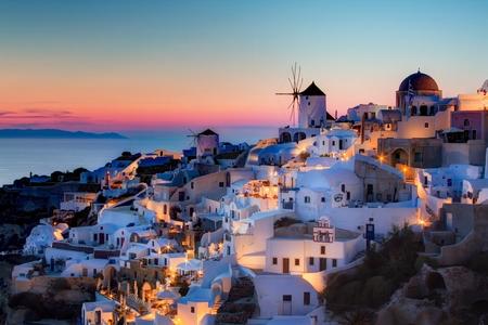 Thiên đường du lịch Santorini của Hy Lạp - Ảnh: Internet