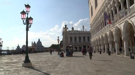 Dinh Tổng thống (Palazzo Ducale) không một bóng du khách - Ảnh: BBC