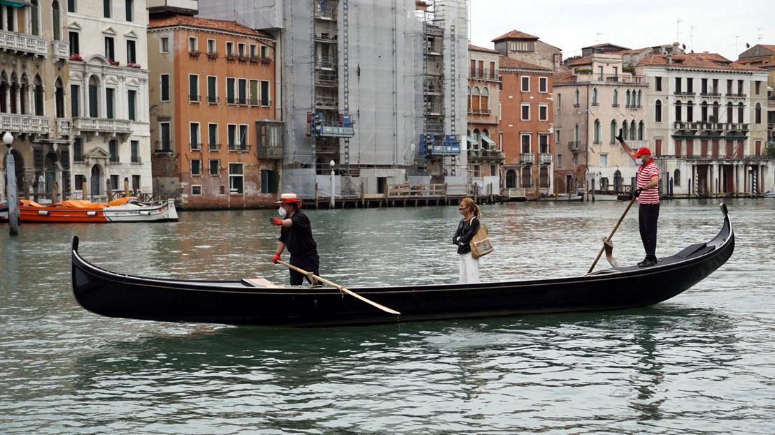 Gondola lại được vận hành trên dòng kênh Canal Grande (Venice), ngày 18/5/2020 - Ảnh: Andrea Merola (ANSA)