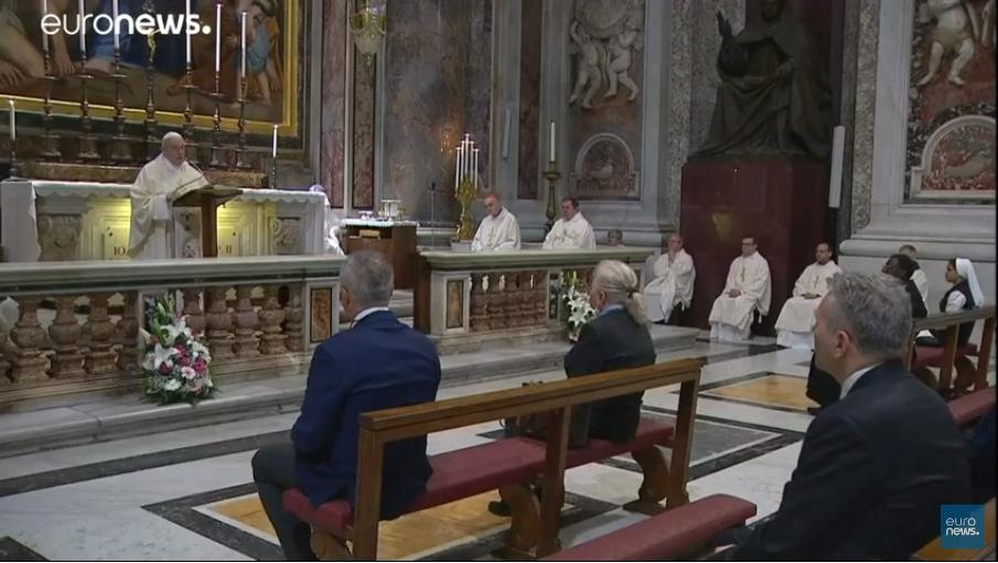 Đức Thánh Cha Phanxicô cử hành kỷ niệm lần thứ 100 ngày sinh của Thánh Gioan Phaolô Đệ nhị bằng việc dâng Thánh Lễ tại Đại vương cung thánh đường Thánh Phêrô sau hai tháng đóng cửa - Ảnh chụp màn hình