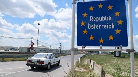 Nhập cảnh Áo giờ đã tự do đối với công dân 7 nước - Ảnh: Matt Cardy