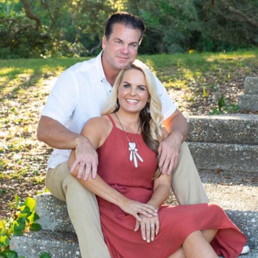 Bà Caroline Crockett Brock cùng chồng - Ảnh: Facebook của nhân vật