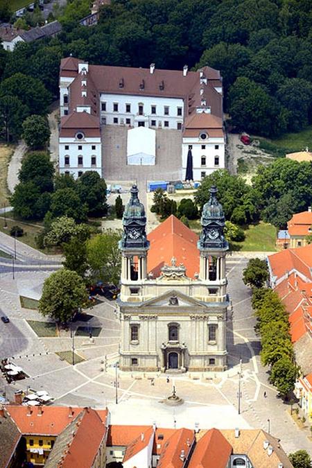 Lâu đài của dòng họ quý tộc Eszterházy tại TP. Pápa - Ảnh: Internet