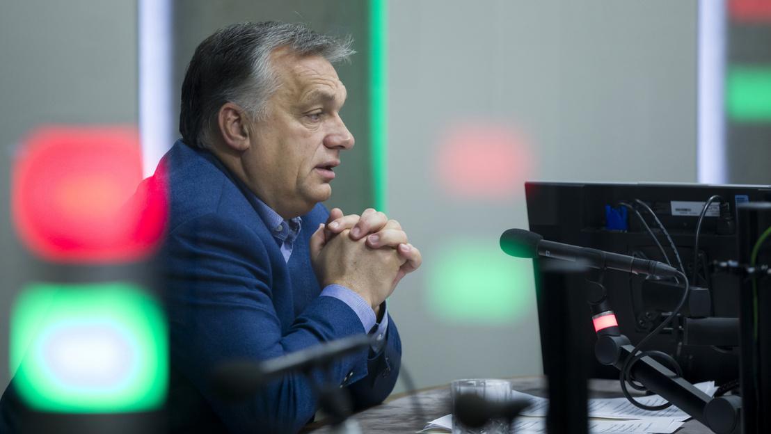 Thủ tướng Orbán Viktor tại phòng thu âm của Kênh Kossuth - Ảnh: Mohai Balázs (MTI)