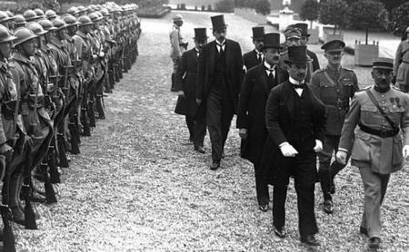 Phái đoàn Vương quốc Hungary tới Grand Trianon. 16h30 ngày 4-6-1920 - Ảnh tư liệu