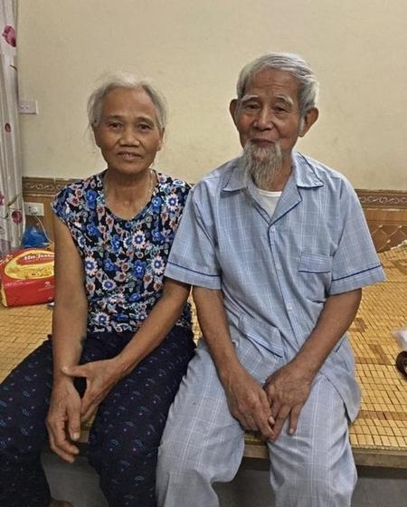 Ông Lê Đình Kình (1936-2020), người đảng viên gần 60 tuổi đảng, cùng vợ, bà Dư Thị Thành