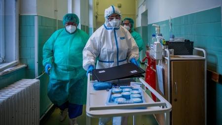 Tại nơi điều trị các bệnh nhân Covid-19 ở Bệnh viện Szent János, Budapest ngày 4/6/2020 - Ảnh: Balogh Zoltán (MTI)