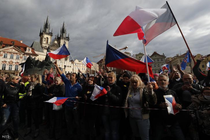 Biểu tình phản đối các biện pháp hạn chế của chính phủ Czech nhằm ngăn chặn dịch Covid-19. Praha, ngày 18/10/2020 - Ảnh: Petr David Josek
