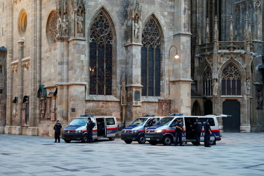 Nhà thờ chánh tòa Stephansdom được bảo vệ cẩn mật - Ảnh: Leonhard Foeger (Reuters)