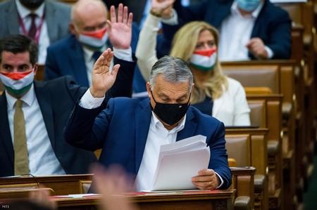 Bỏ phiếu tại Quốc hội Hungary - Ảnh: Balogh Zoltán (MTI)
