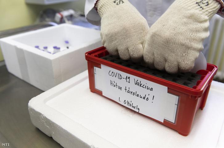 Vaccine kháng Covid-19 tại Bệnh viện Trung ương Nam - Pest, ngày 27/12/2020 - Ảnh: Balogh Zoltán (MTI)