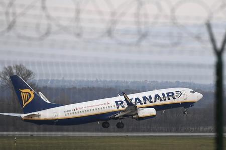 Giao thông hàng không thời dịch bệnh hàm chứa nhiều rủi do bất ngờ - Ảnh: index.hu