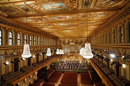 Hội trường Vàng không một bóng khán giả, cảnh tượng chưa bao giờ có trong 81 năm lịch sử của sự kiện - Ảnh: Roman Zach-Kiesling (ORF)