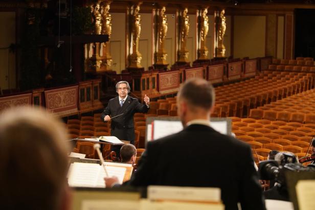 Nhạc trưởng Riccardo Muti trong buổi hòa nhạc mừng năm mới ở Vienna năm 2021 - Ảnh: Roman Zach-Kiesling (ORF)